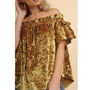 Umgee gold crushed velvet off the shoulder top (L)